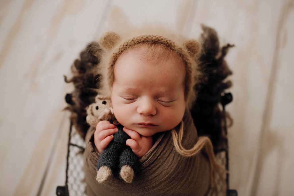 Newborn Photography by Little Hat Photography by Laura