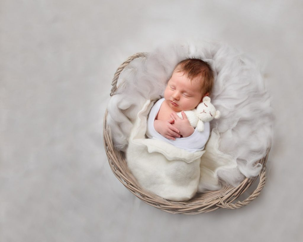 Newborn Photography by Newborn Love by Sara Tomlin Photography