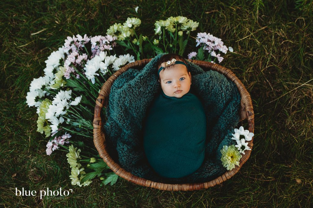 Newborn Photography by Blue Photo by Gabriela